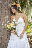 Portret van een Bruid in een Aardpark Royalty-vrije Stock Afbeeldingen
