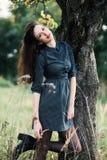 Portret van een brunnete gelukkig en glimlachend meisje Royalty-vrije Stock Afbeeldingen