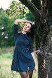 Portret van een brunnete gelukkig en glimlachend meisje Royalty-vrije Stock Foto's