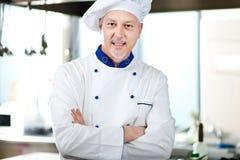 Portret van een Chef-kok in zijn Keuken Royalty-vrije Stock Afbeeldingen