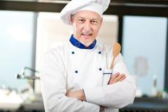 Portret van een Chef-kok in zijn Keuken Royalty-vrije Stock Foto's