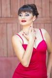 Portret van een donkerbruine vrouw met heldere make-up royalty-vrije stock afbeeldingen
