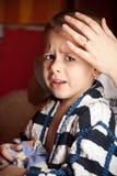 Portret van een droevige jongen stock afbeelding