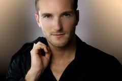 Portret van een elegante jonge mens Royalty-vrije Stock Fotografie