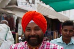 Portret van een gebaarde Indische pelgrim stock foto's