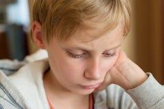 Portret van een gefrustreerde jongen royalty-vrije stock foto's