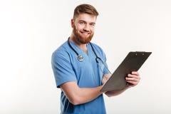 Portret van een gelukkige glimlachende arts of een verpleegster met stethoscoop Royalty-vrije Stock Afbeeldingen