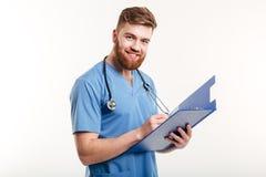 Portret van een gelukkige glimlachende arts of een verpleegster met stethoscoop Stock Foto's