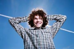 Portret van een gelukkige jonge mens royalty-vrije stock fotografie