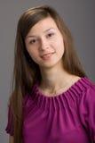 portret van een gelukkige jonge vrouw stock foto