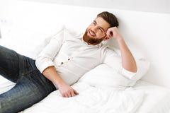 Portret van een gelukkige jonge zakenman Royalty-vrije Stock Foto