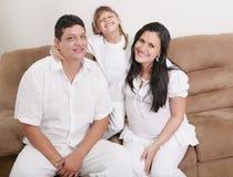 Portret van een gelukkige Spaanse familie Royalty-vrije Stock Afbeeldingen