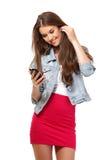 Portret van een gelukkige tiener met telefoon stock foto's