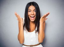 Portret van een gelukkige verbaasde vrouw Royalty-vrije Stock Afbeeldingen