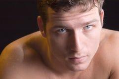 Portret van een geschikte mens Stock Foto's