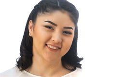 Portret van een glimlachend jong Aziatisch meisje stock footage