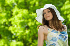 Portret van een glimlachende jonge vrouw Stock Fotografie