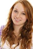 Portret van een glimlachende redhead vrouw in Beiers Dr. Stock Afbeeldingen