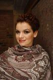 Portret van een glimlachende vrouw met kort kapsel Stock Foto