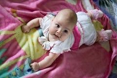 Portret van een grappig babymeisje Royalty-vrije Stock Foto