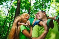 Portret van een grappige familie die heeft Stock Foto's