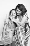 Portret van een grootmoeder met haar kleindochter royalty-vrije stock fotografie