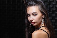Portret van een het charmeren jong brunette stock fotografie