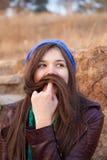 Portret van een jong meisje met snor Stock Foto