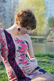 Portret van een jong zwanger meisje stock foto's