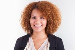 Portret van een jonge Afrikaanse Amerikaanse bedrijfsvrouw - Zwarte peop Stock Afbeelding