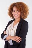 Portret van een jonge Afrikaanse Amerikaanse bedrijfsvrouw - Zwarte peop Royalty-vrije Stock Foto