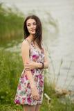 Portret van een jonge donkerbruine vrouw royalty-vrije stock foto