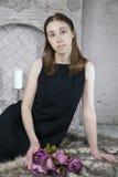 Portret van een jonge Kaukasische vrouw bij Royalty-vrije Stock Fotografie