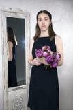Portret van een jonge Kaukasische vrouw met Royalty-vrije Stock Afbeelding
