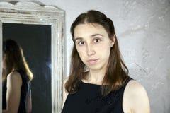 Portret van een jonge Kaukasische vrouw met Stock Afbeeldingen