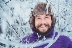 Portret van een jonge knappe mens met een baard Persoons dichte omhooggaand van een gebaarde mens royalty-vrije stock foto's