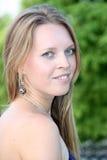 Portret van een jonge langharige blonde met lang h Stock Foto