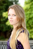 Portret van een jonge langharige blonde met lang h Royalty-vrije Stock Afbeeldingen