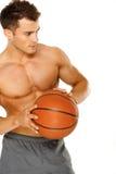Portret van een jonge mannelijke basketbalspeler Royalty-vrije Stock Afbeeldingen