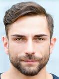 Portret van een jonge mens Stock Foto's