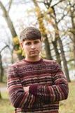 Portret van een jonge mens in het park royalty-vrije stock foto