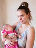 Portret van een jonge moeder en een baby Royalty-vrije Stock Fotografie