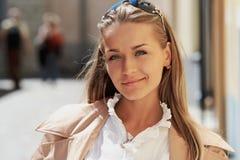 Portret van een jonge mooie dame stock afbeeldingen