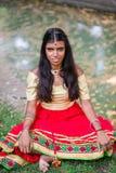 Portret van een jonge mooie traditionele Indische vrouw Royalty-vrije Stock Foto