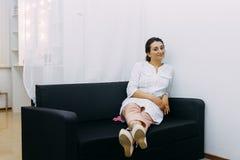 Portret van een jonge mooie verpleegster royalty-vrije stock afbeelding