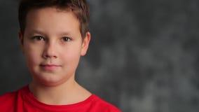 Portret van een jonge tiener stock video