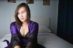Portret van een jonge vrouw die aan slapeloosheid lijden royalty-vrije stock foto