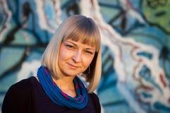 Portret van een jonge vrouw openlucht Royalty-vrije Stock Foto
