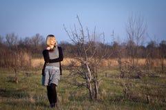 Portret van een jonge vrouw openlucht Royalty-vrije Stock Afbeelding