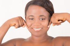 Portret van een jonge vrouw met een mooie glimlach Stock Afbeelding